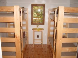 interiér chatky - postele